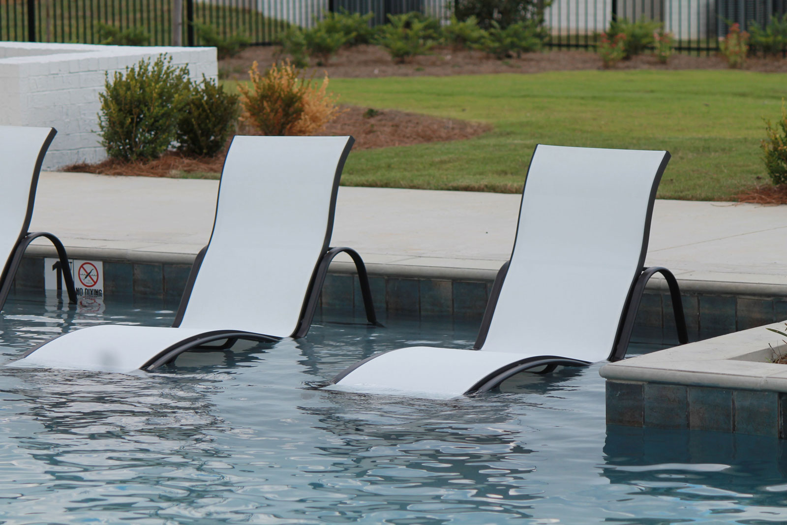 CONTRACT OUTDOOR FURNITURE DUNE CHAISE SLING